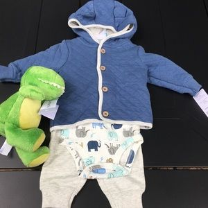 Carter's boy 6 month outfit - perfect gift! 🎁